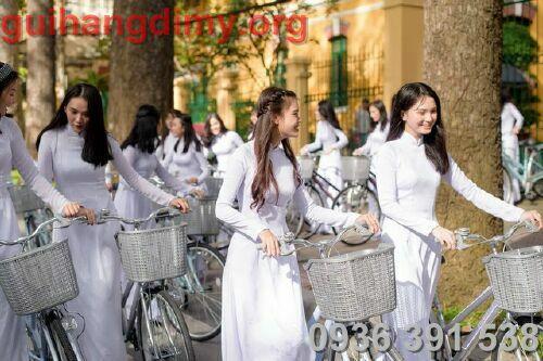 Gửi áo dài trắng tinh khôi đi mỹ